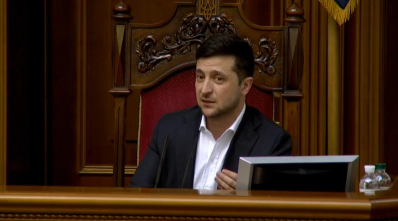 Зеленський зняв маску в Раді та розбурхав українців: фото і відео