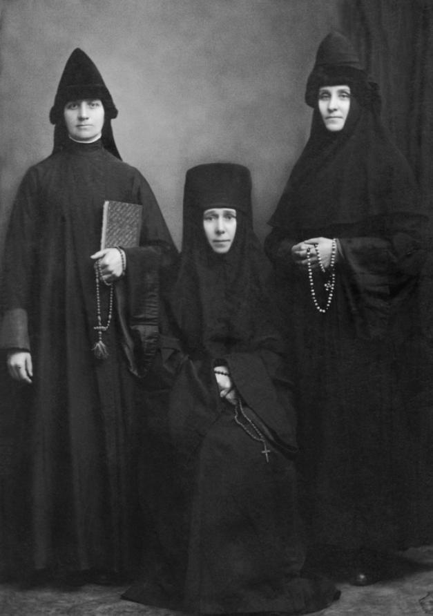 Наталия Бакланова (в центре)