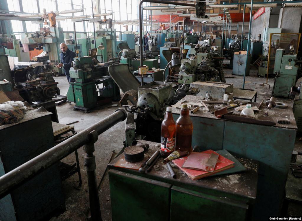 Журналисты показали на фото заброшенный завод по производству ИВЛ в Украине