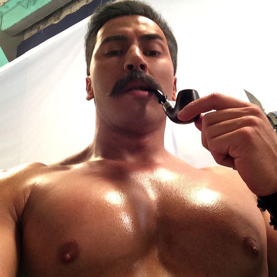 Павел Петель с макияжем, эксцентрично одетый и голый: самые пикантные фото из Инстаграм