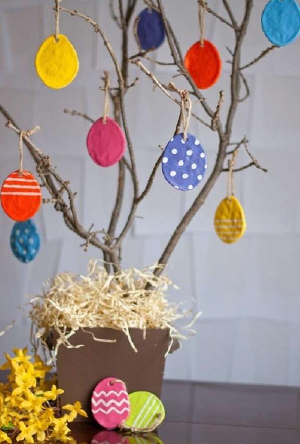 Прості поробки на Великдень своїми руками для дітей: фото і відео