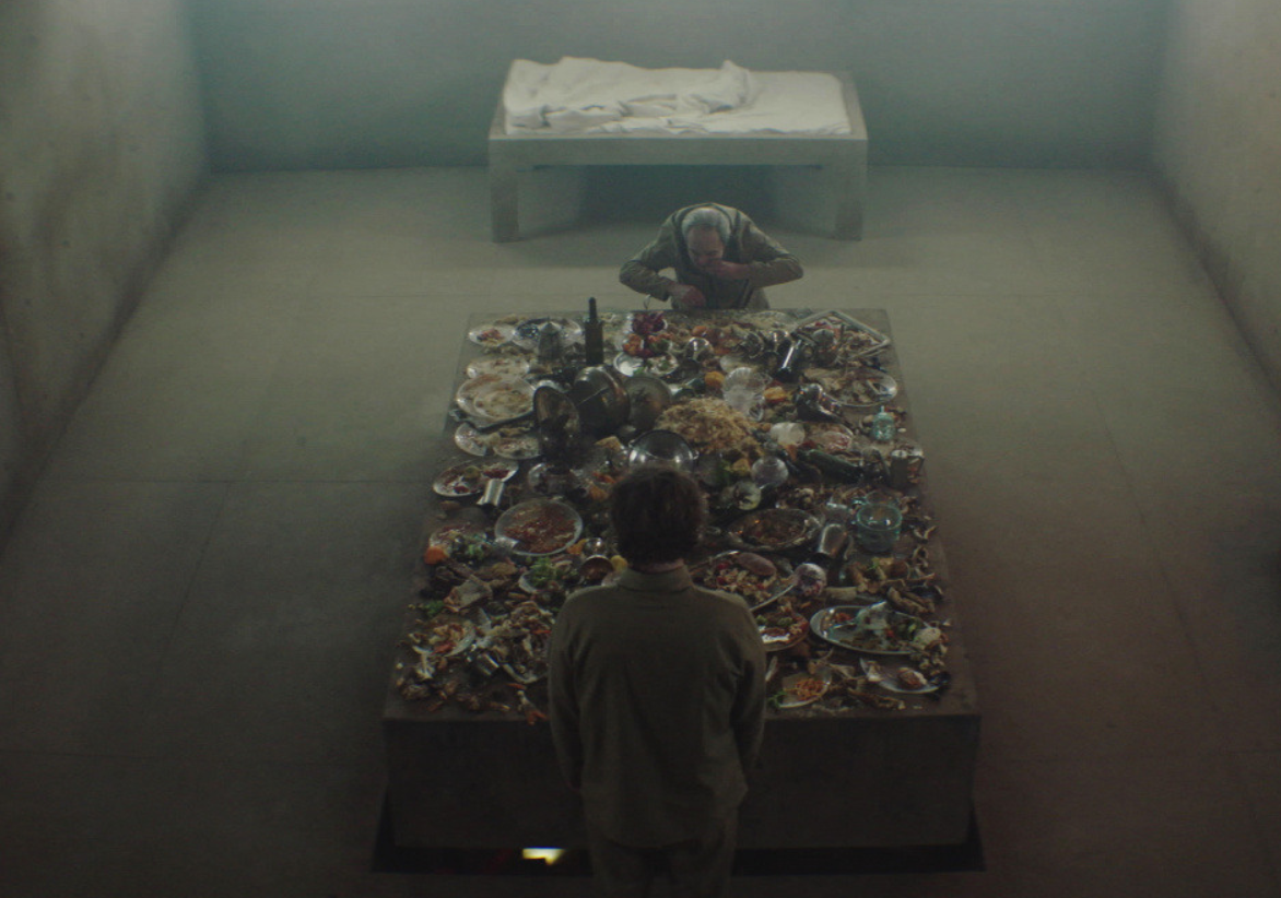 """333 поверхи і один стіл з їжею: де дивитися онлайн феєричний фільм """"Платформа"""", трейлер і відгуки"""