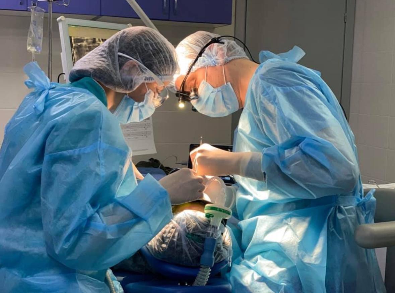 Имплантация зубов в медицинском сне