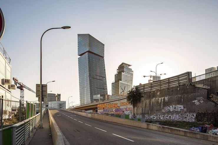 Зведення найвищого сучасного хмарочоса Парижа добігає кінця (фото)