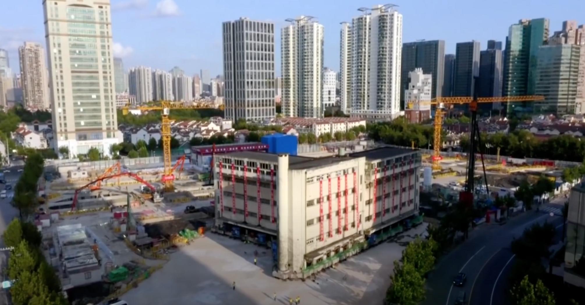 """В Шанхае """"перенесли"""" памятник архитектуры, чтобы не сносить ее"""