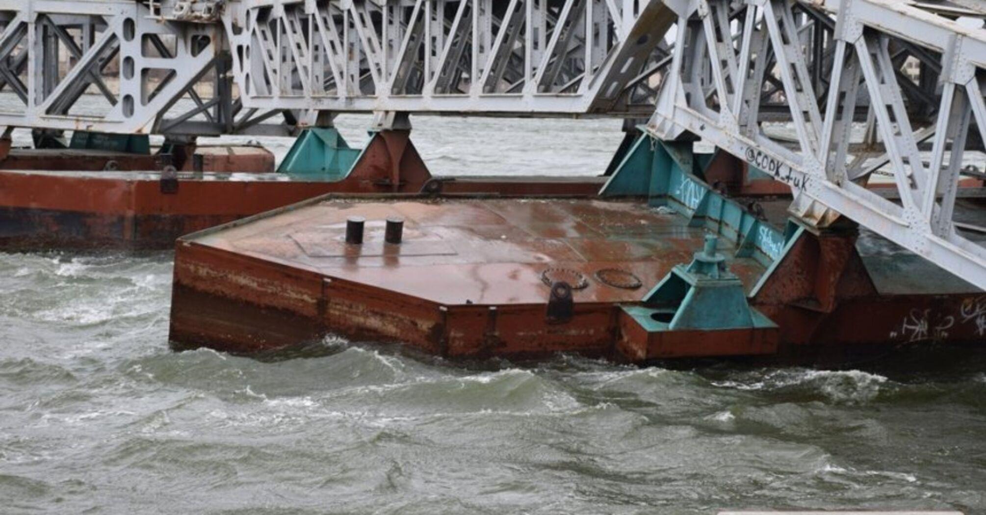 В Николаеве из-за непогоды обрушился пешеходный мост, видео и фото