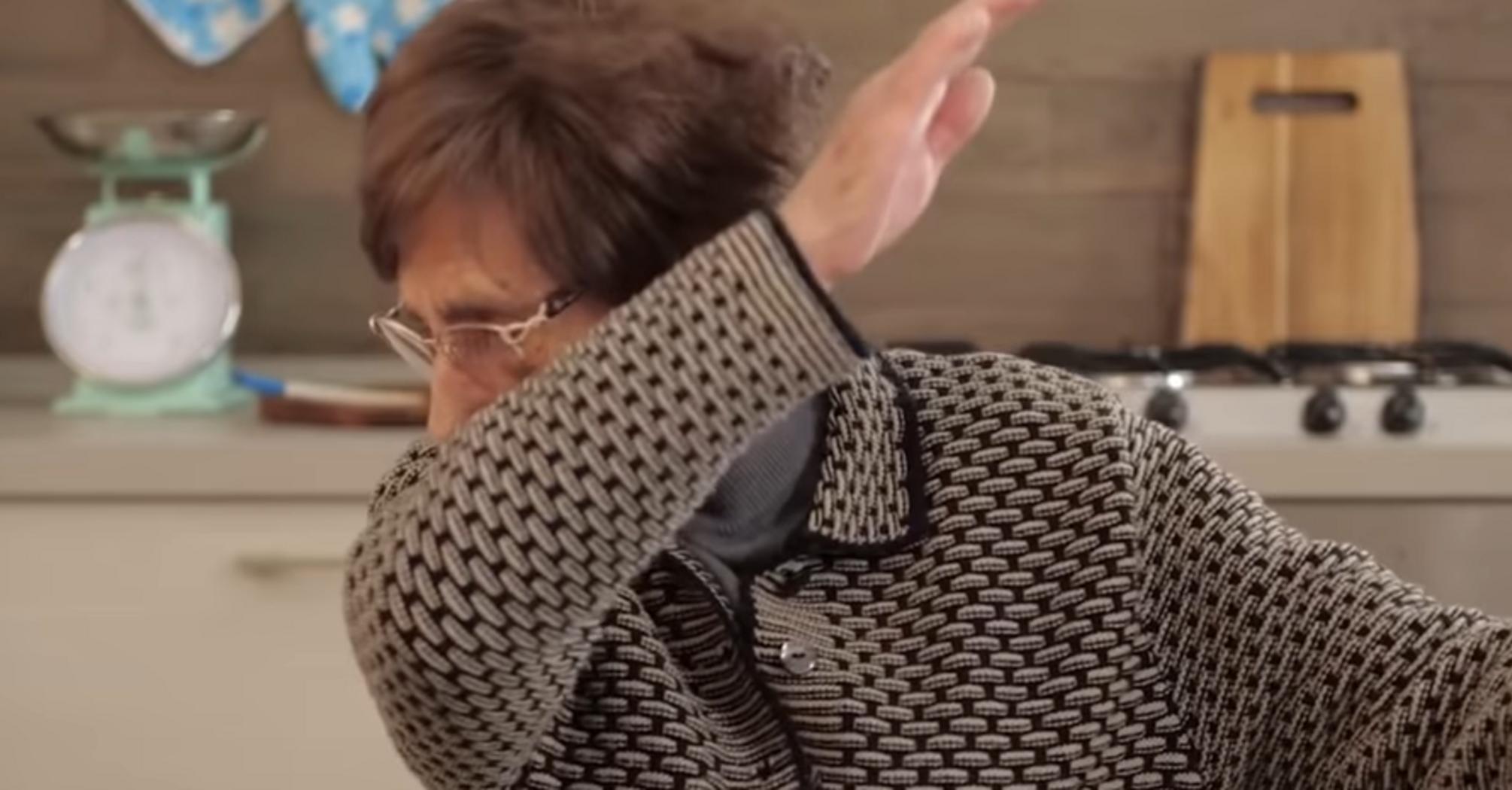 Коронавірус в Києві і Україні: італійська бабуся повеселила порадами на карантин