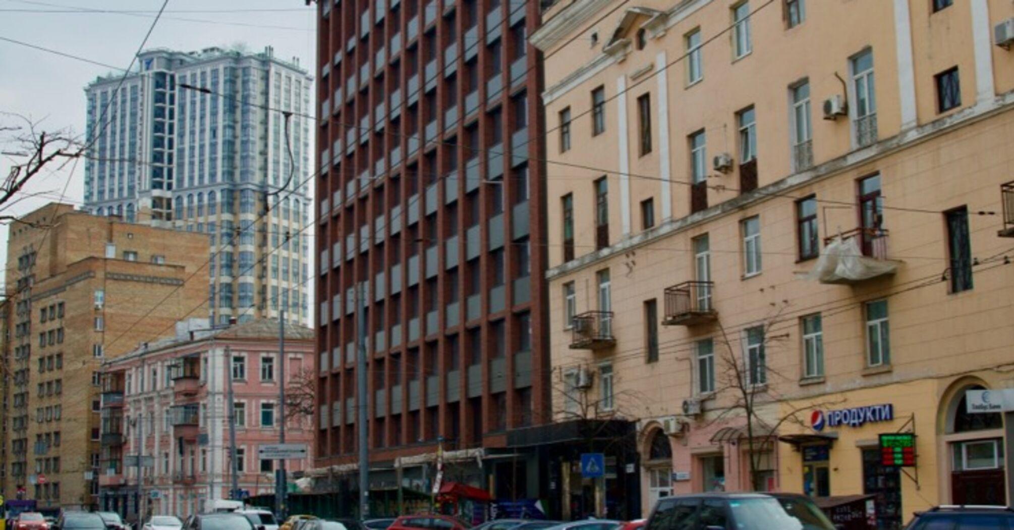 Колишній готель на Саксаганського оновлюють. Що там буде? (фото, ілюстрації)
