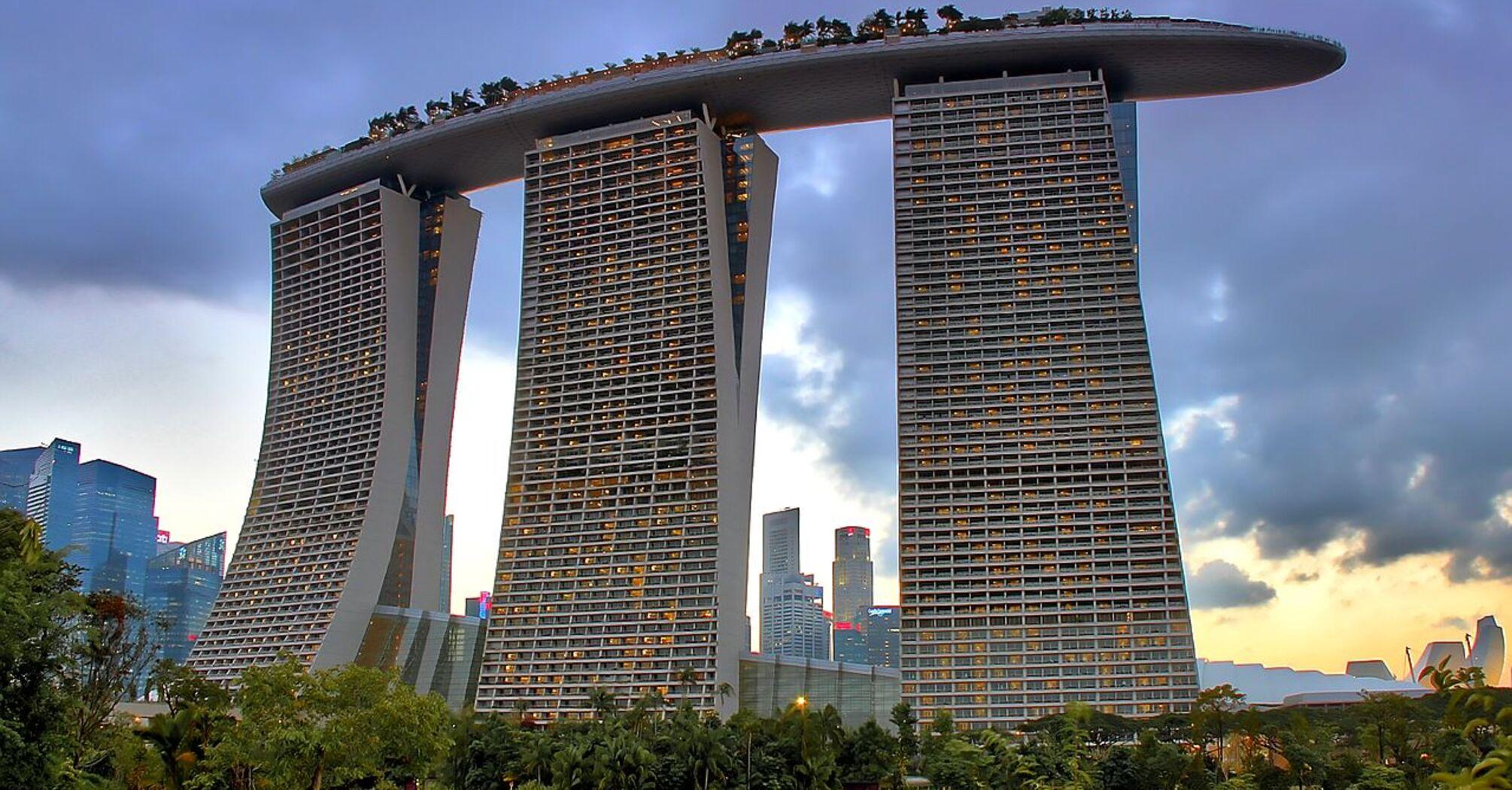 Величні вежі Сингапуру. Марина Бей Сендс.