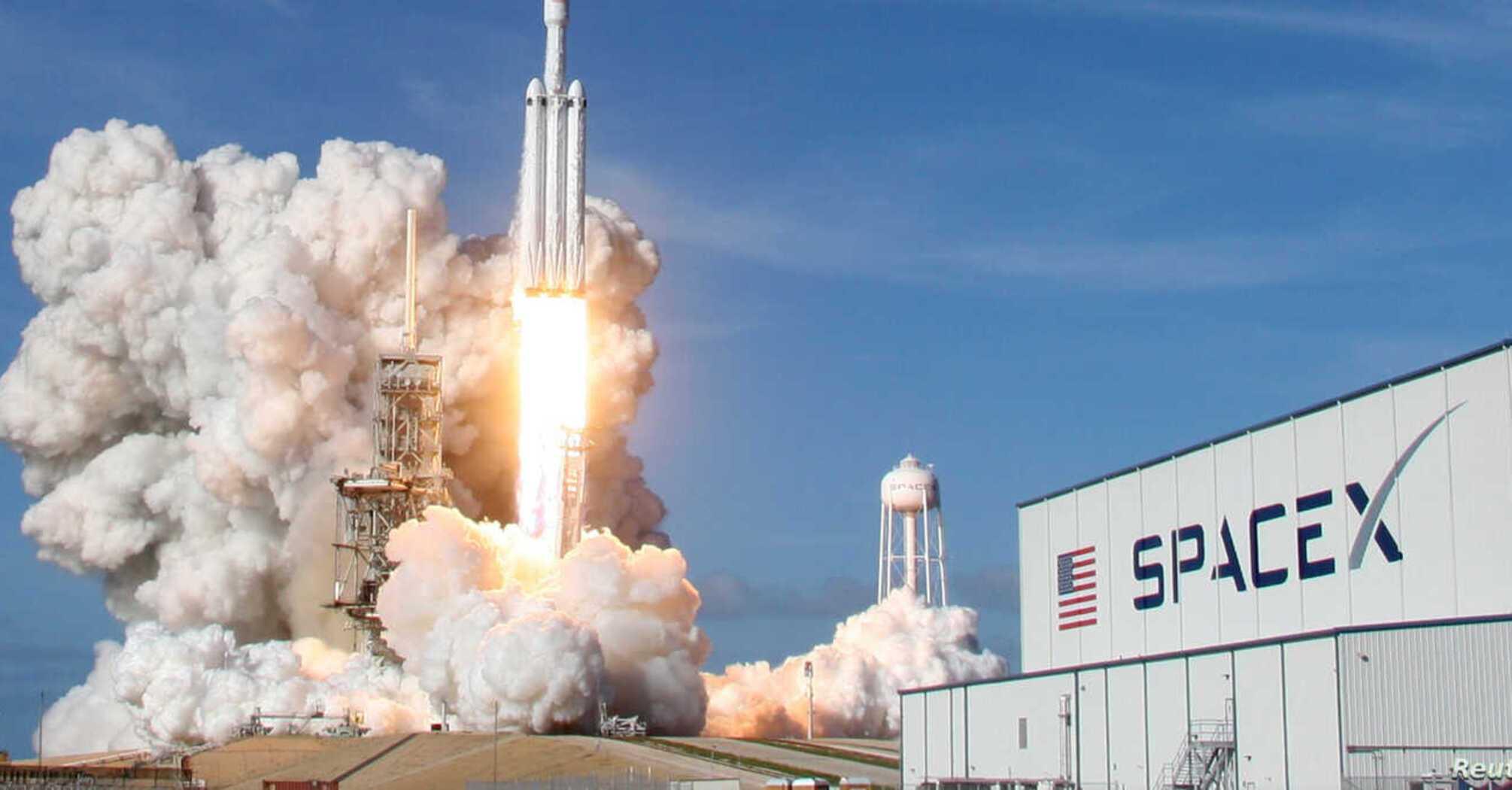 SpaceX готується запустити на орбіту третю за місяць групу інтернет-супутників Starlink