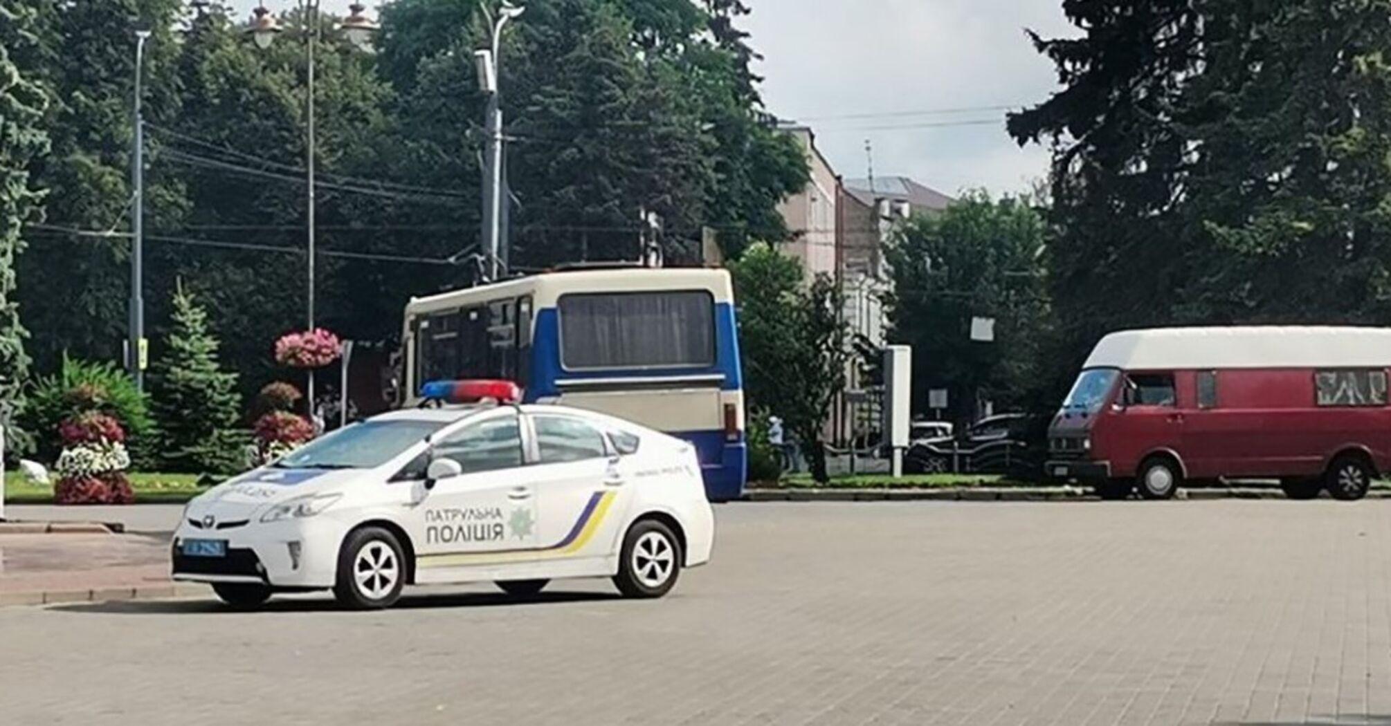 Луцький терорист утримує в автобусі дітей та жінок