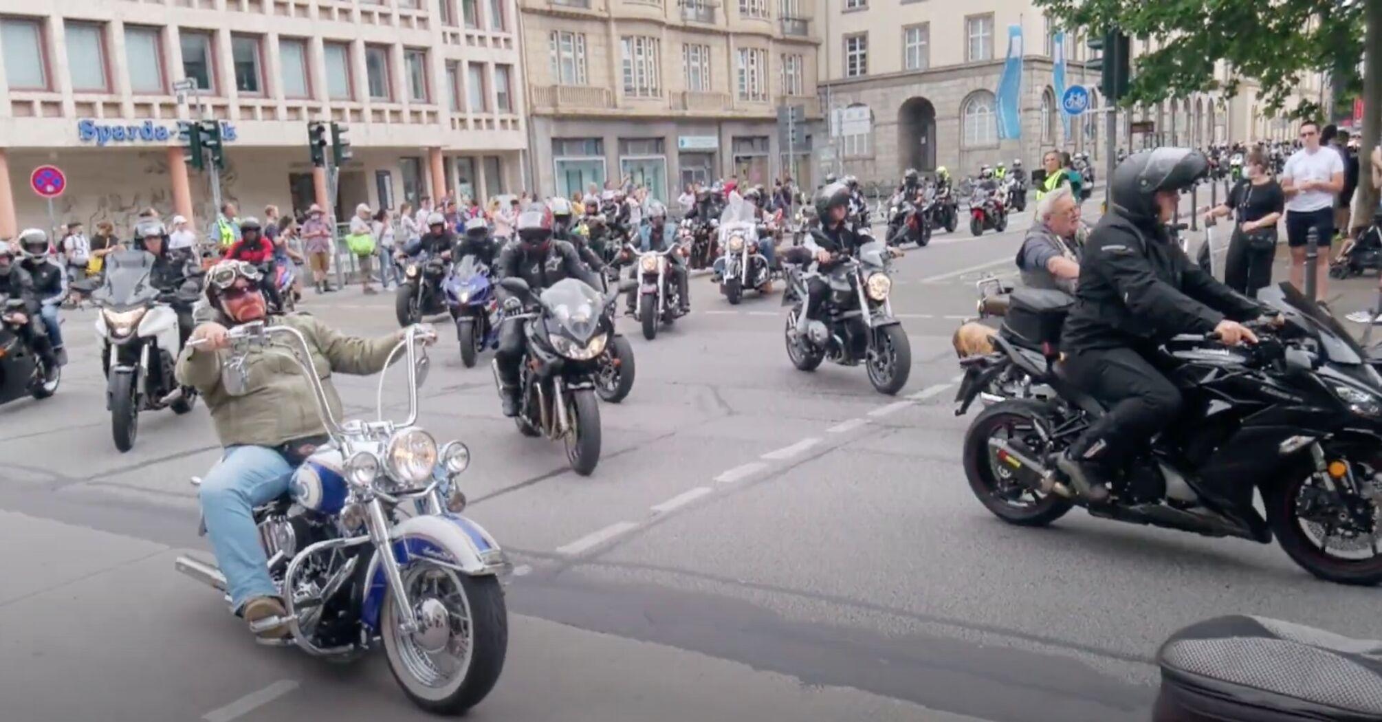 У Німеччині на акції протесту вийшли тисячі байкерів
