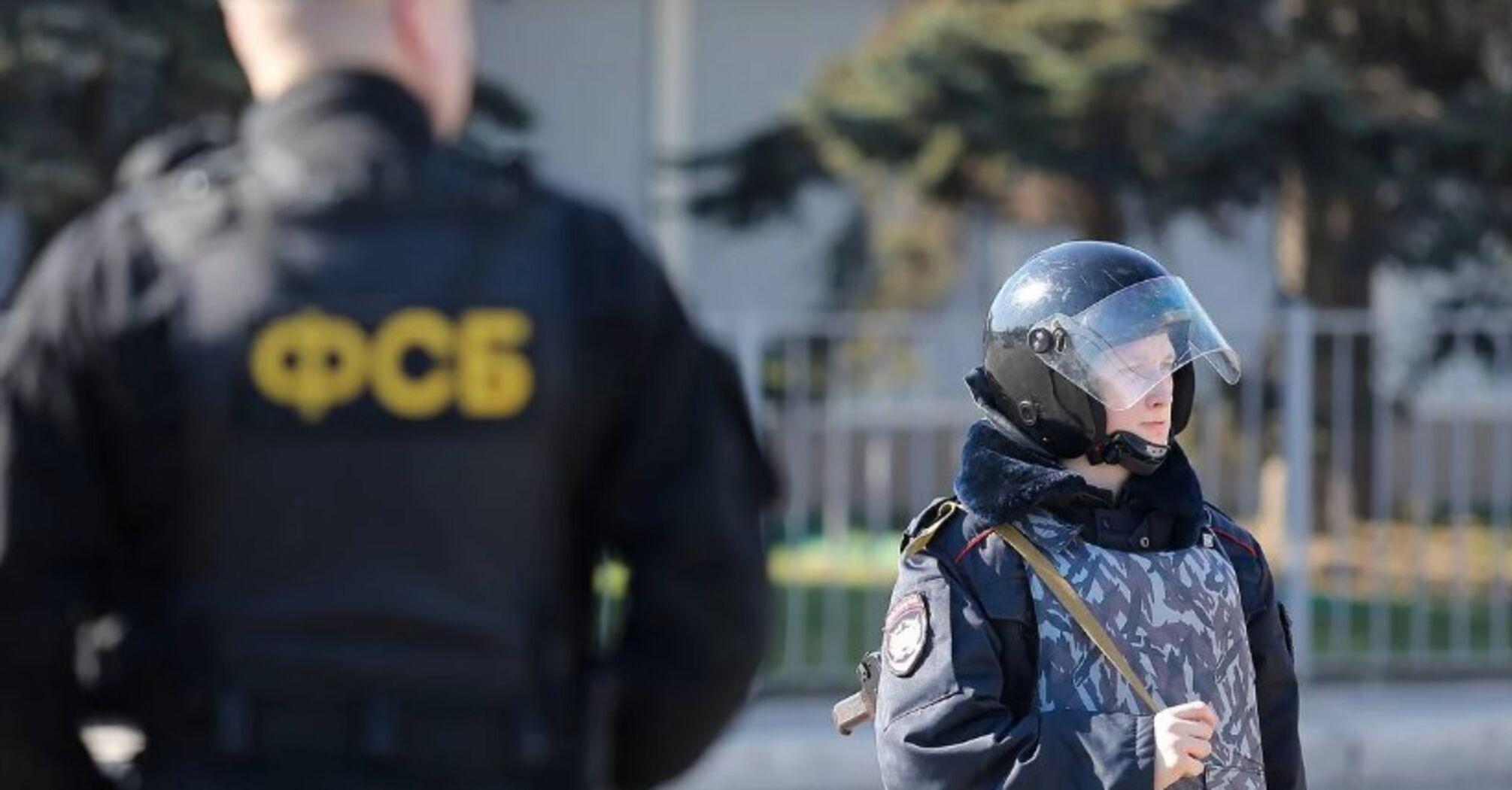 В оккупированном Крыму ФСБ устроила обыски и задержала активистов