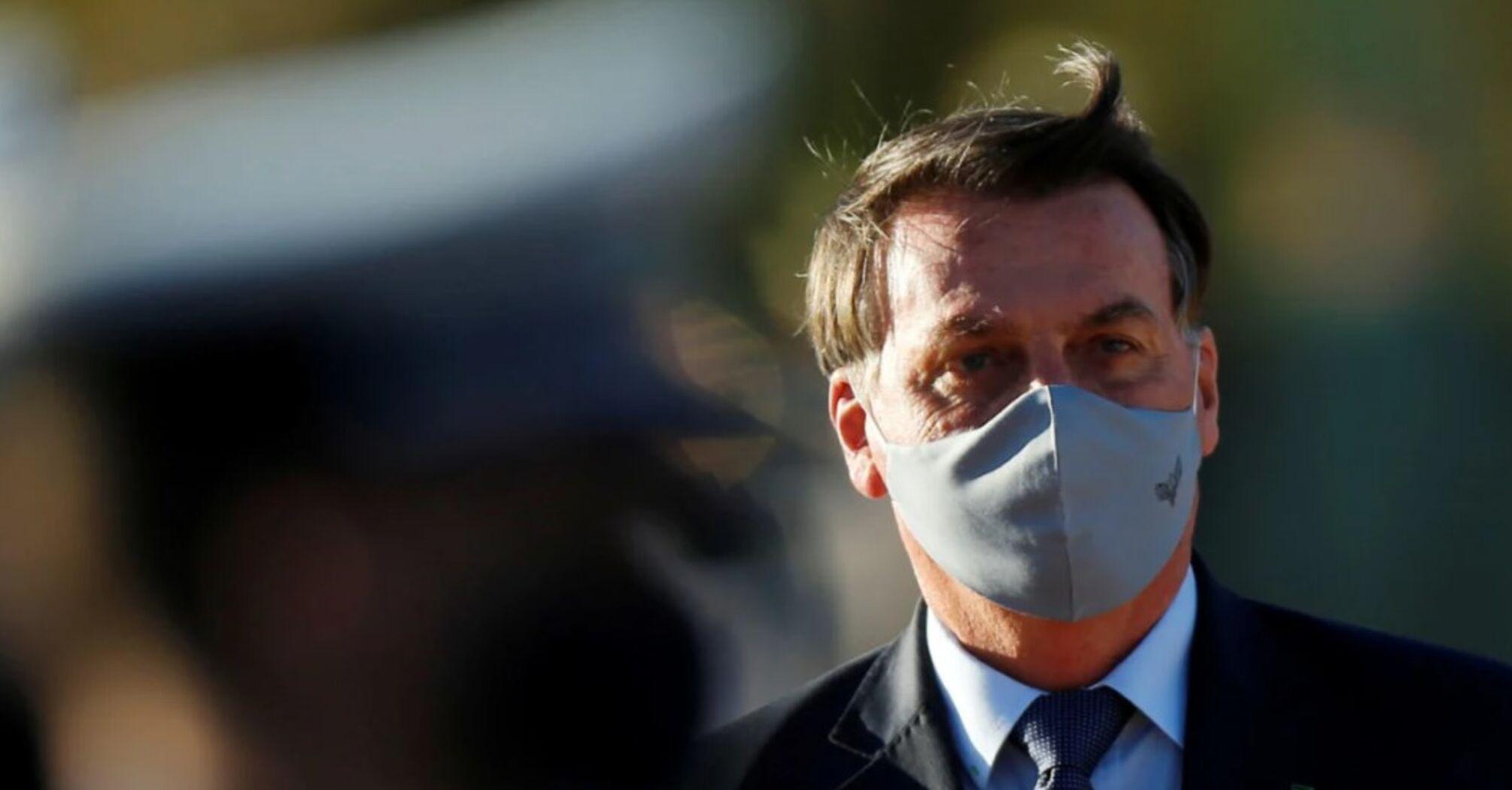 Журналісти звинувачують хворого президента Бразилії в умисному поширенні COVID-19