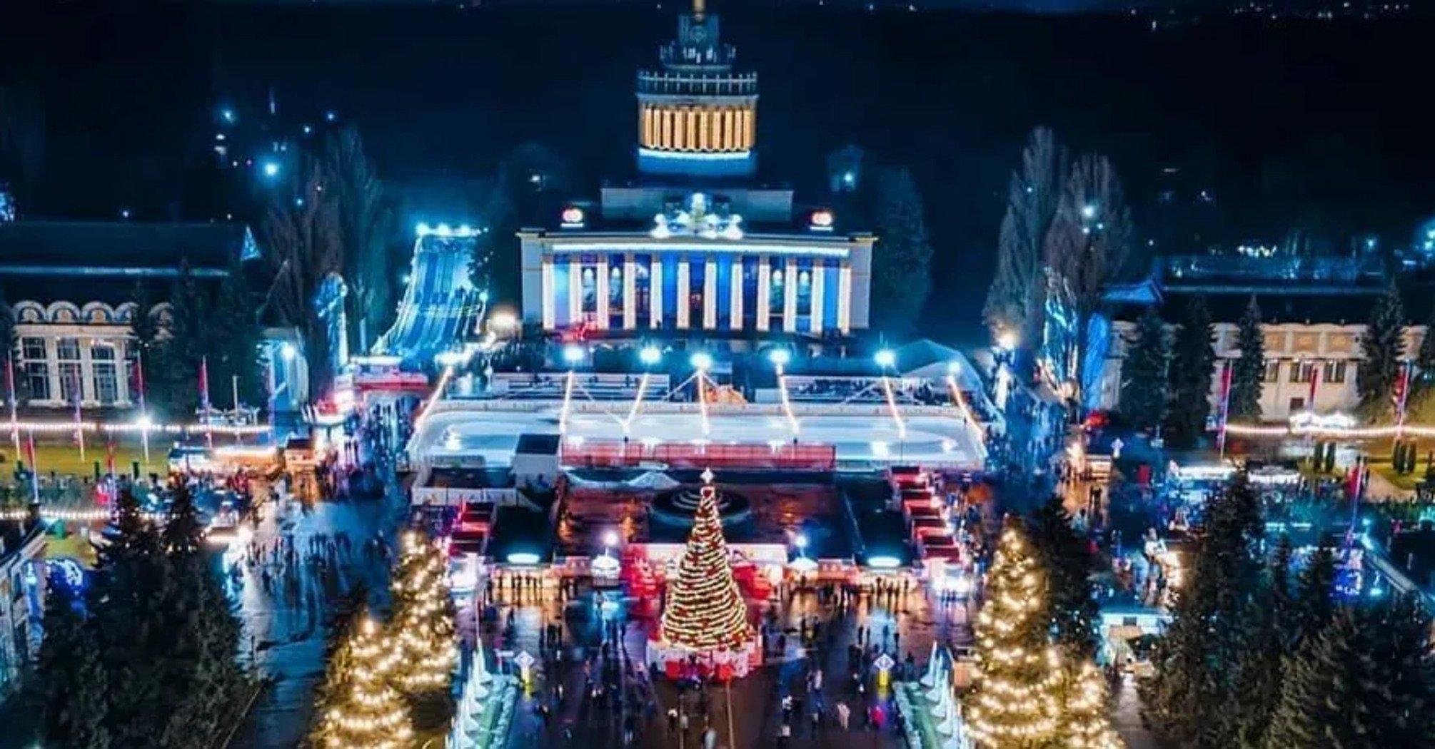 На ВДНХ в Киеве отпраздновали Новый год массовыми гуляниями и зазывают на Рождество