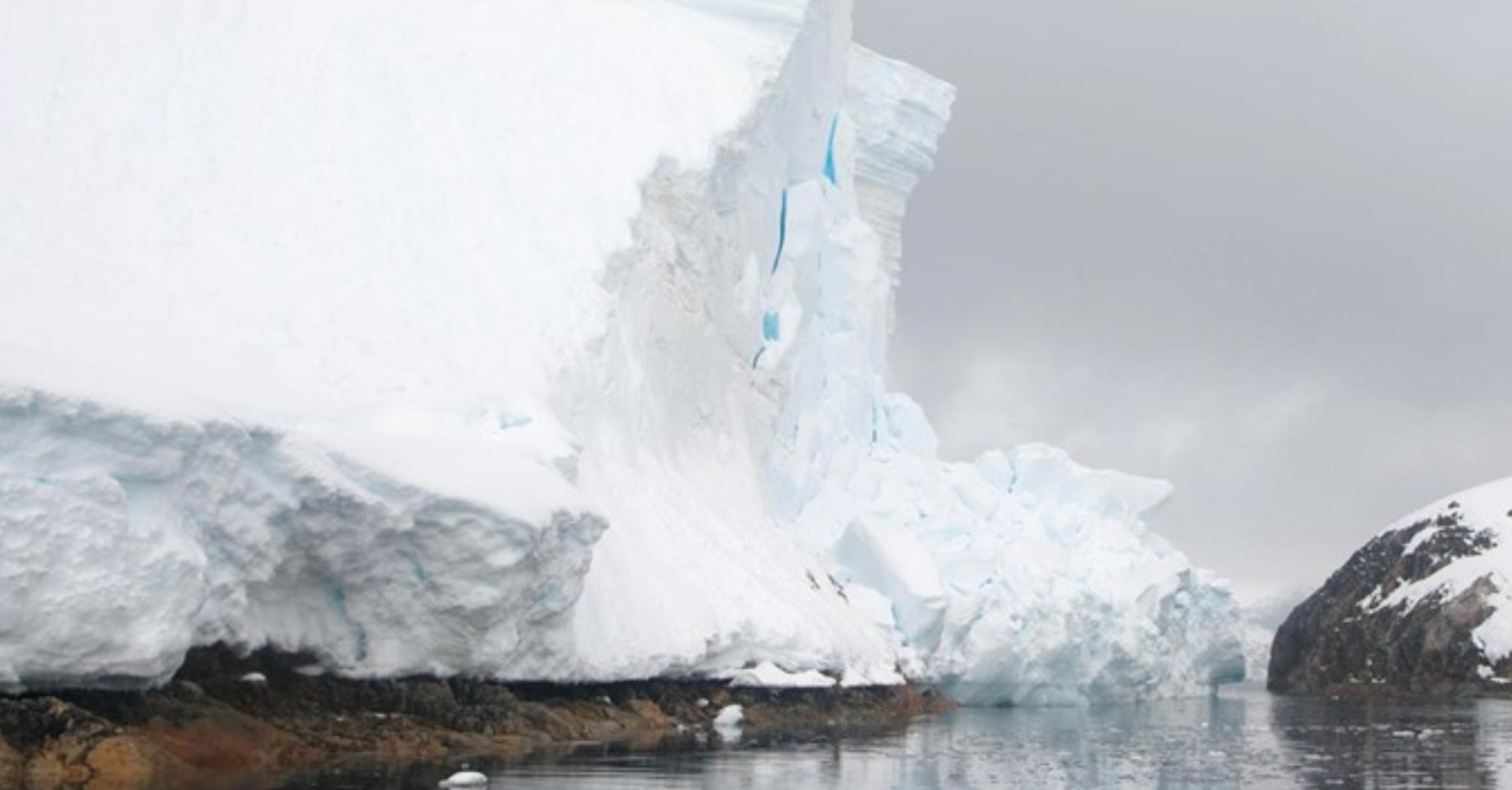 В Антарктиде откололся кусок ледника