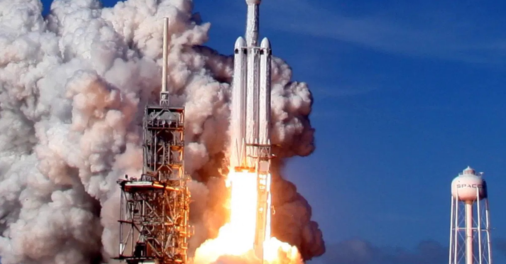 SpaceX запустила очередную ракету со спутниками Starlink. Яркое видео