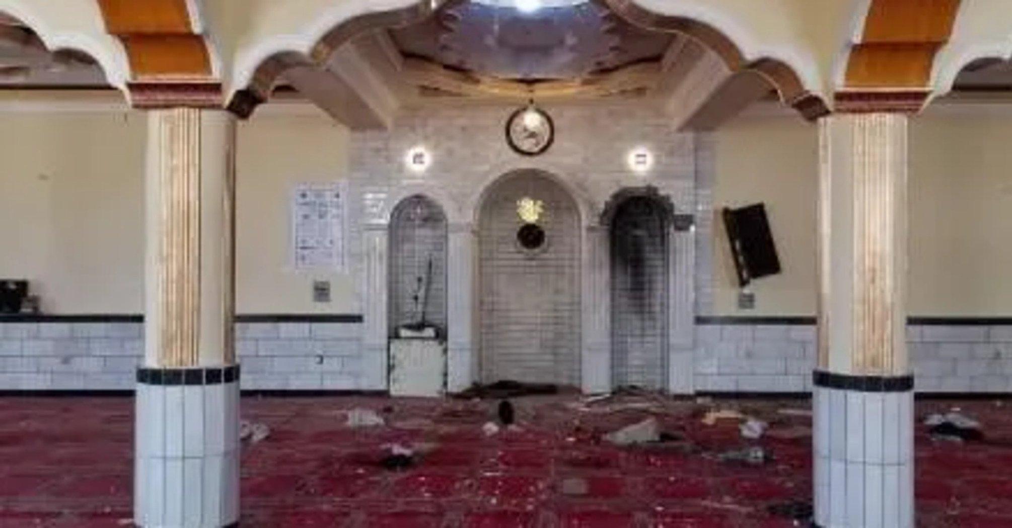 В мечети Кабула взорвали бомбу: много погибших и раненых