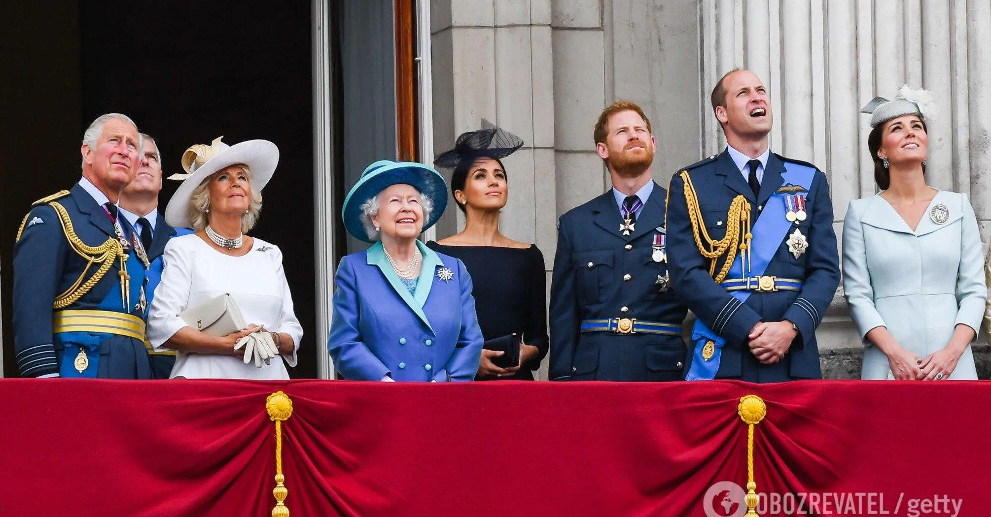 Елизавета II разрешила членам семьи начать информационную войну с Гарри и Меган – СМИ
